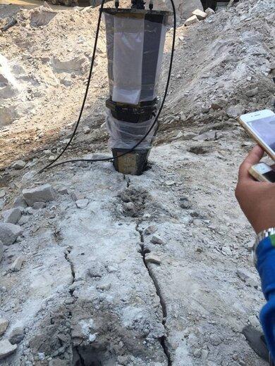 大型巖石劈裂棒可以看施工現場