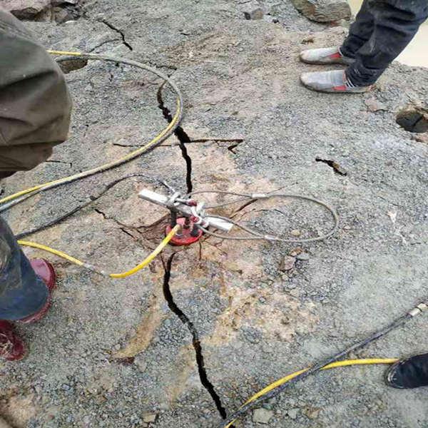 大型巖石劈裂機破碎設備企業資訊