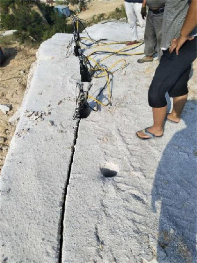 忻州靜爆巖石劈裂機現場視頻