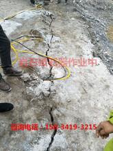山东聊城打破开采花岗岩的机械设备液压劈裂棒图片