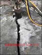 黔西南打破楼房基坑硬石头的机器石头裂石棒图片