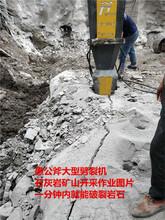克拉玛依楼房地基开挖破除硬石头机器代替钩机图片
