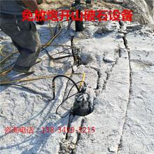 露天矿石英石开采分解方法石头劈裂机图片
