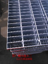 q235材质平台钢格板G323/30/100平台热镀锌钢格板厂家报价图片