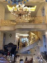 別墅拉絲黃古銅樓梯護欄制造商圖片