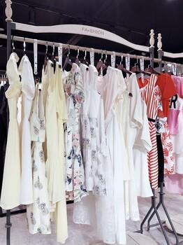 上海一线品牌拉夏贝尔19年夏装