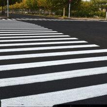 山东烟台黄色马路划线漆常温快干型标线漆停车位划线漆图片