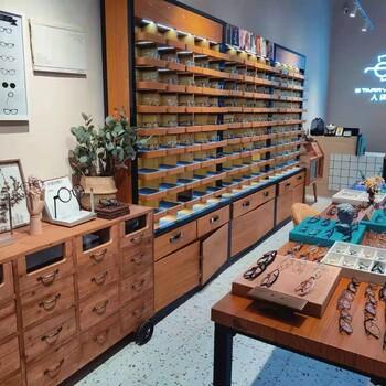 揭陽制作木質眼鏡陳列架普寧市多格子中島矮柜個性設計案例