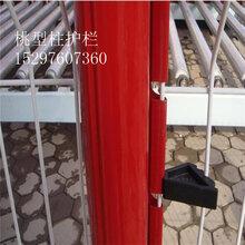 小区别墅桃型柱三角折弯护栏网的生产周期图片
