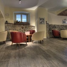 家装耐磨地板铺装施工,石塑地板批发零售图片