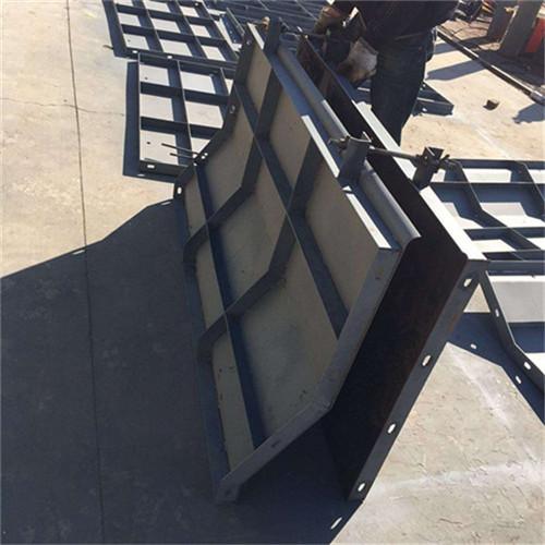 水泥防撞墙厂家现浇式双面光滑模板外形美观