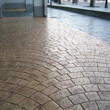 桂林雁山彩色陶瓷颗粒防滑路面胶粘石透水混凝土压花地坪施工队图片