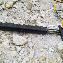 鹤壁房地产基坑工程石头太硬凿岩机效率太慢用劈裂棒图片