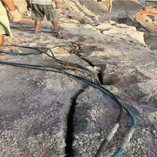 莱芜房地产基坑工程石头太硬凿岩机效率太慢用劈裂机裂石棒施工案例图片