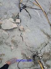 海北挖地基破石头岩石劈石机孔距间隔大图片