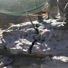 宜春市采石場破開硬石破石器圖片