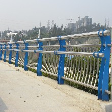供应桥梁护栏不锈钢复合管护栏厂家街道景区道路护栏扶手来图定做图片