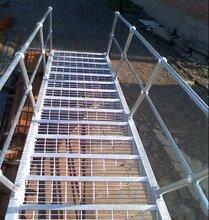 多用处钢格板钢格板楼梯踏步板大型平台结构钢板网图片