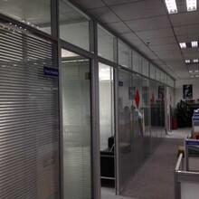 深圳环保铝合金隔断办公室百叶帘隔墙安全可靠,办公隔墙图片