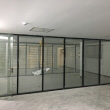 深圳南山制造鋁合金型材隔斷辦公中空玻璃夾百葉窗隔斷廠家直銷,中空玻璃隔斷圖片