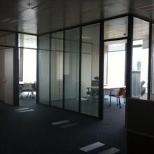 深圳制造鋁合金隔斷辦公成品玻璃隔墻質量可靠,辦公成品隔斷圖片