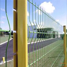 厂家生产桃型柱护栏三角折弯护栏网图片