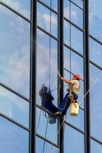 重庆南岸专业高楼外墙清洗玻璃幕墙图片
