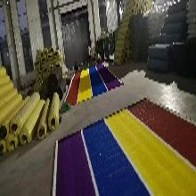 阳台屋顶草皮幼儿园彩虹跑道草坪单丝人造草坪如何选择厂家价格图片