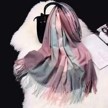 網紅直播爆款韓國東大門巴寶莉風格羊絨圍巾品牌折扣女裝走份尾貨廣州廠家批發圖片