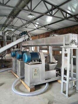 四川李老板来厂考察咨询木炭机可以用什么原料