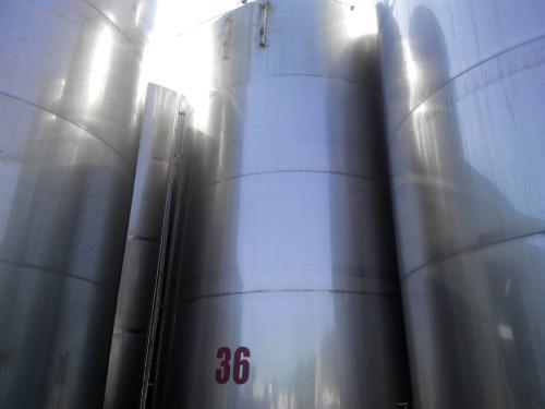 出售九成新不锈钢储罐,304不锈钢储罐,卧式储罐出售,可定制