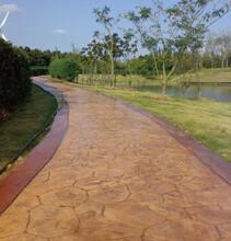 广西北海仿石彩色地坪销售彩色压模地坪材料施工图片