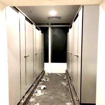 佛山不锈钢公共卫生间隔断铝合金厕所隔断挡板抗倍特复合板隔断