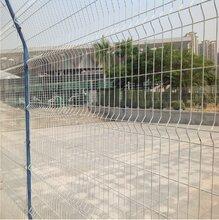 三角折弯护栏网/铁路封闭网/生活区围栏/开发区隔离网厂家图片