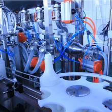 供应高粘度液体灌装生产线,粘稠类产品直线灌装机,浩超机械图片