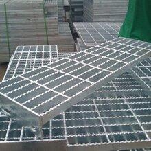 专业加工格栅板踏步异形沉淀池用格栅板热镀锌船用钢格板镀锌图片