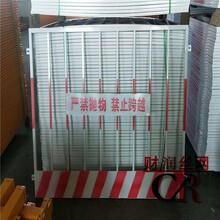 竖杆护栏报价财润隔离栏定做基坑隔离栏建筑井口防护网图片