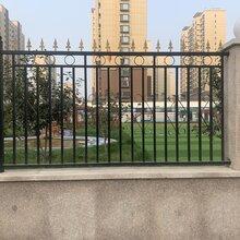 铁艺护栏施工知识山东程诺建材厂家供应图片