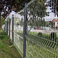桃形立柱三角折弯护栏网机场护栏网仓库护栏网别墅小区围栏网图片