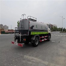 德阳10-12吨洒水车厂商图片