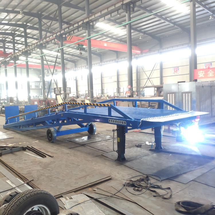 移动登车桥集装箱卸货平台叉车卸货平台