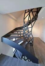 银川店铺钢构异形楼梯安装团队图片
