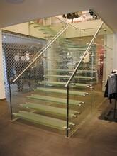 天津工厂直双梁玻璃楼梯制作公司图片
