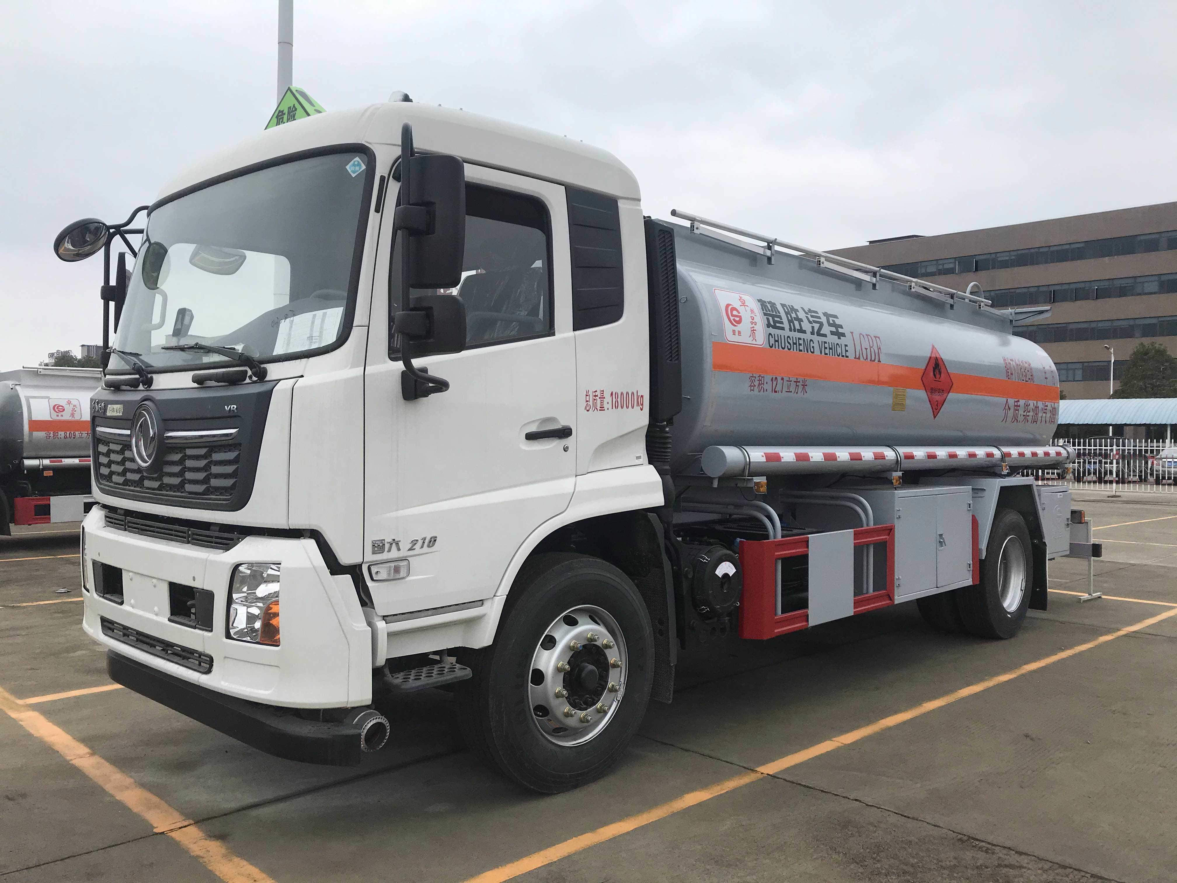 东风东风12吨加油车厂家大量现车出售