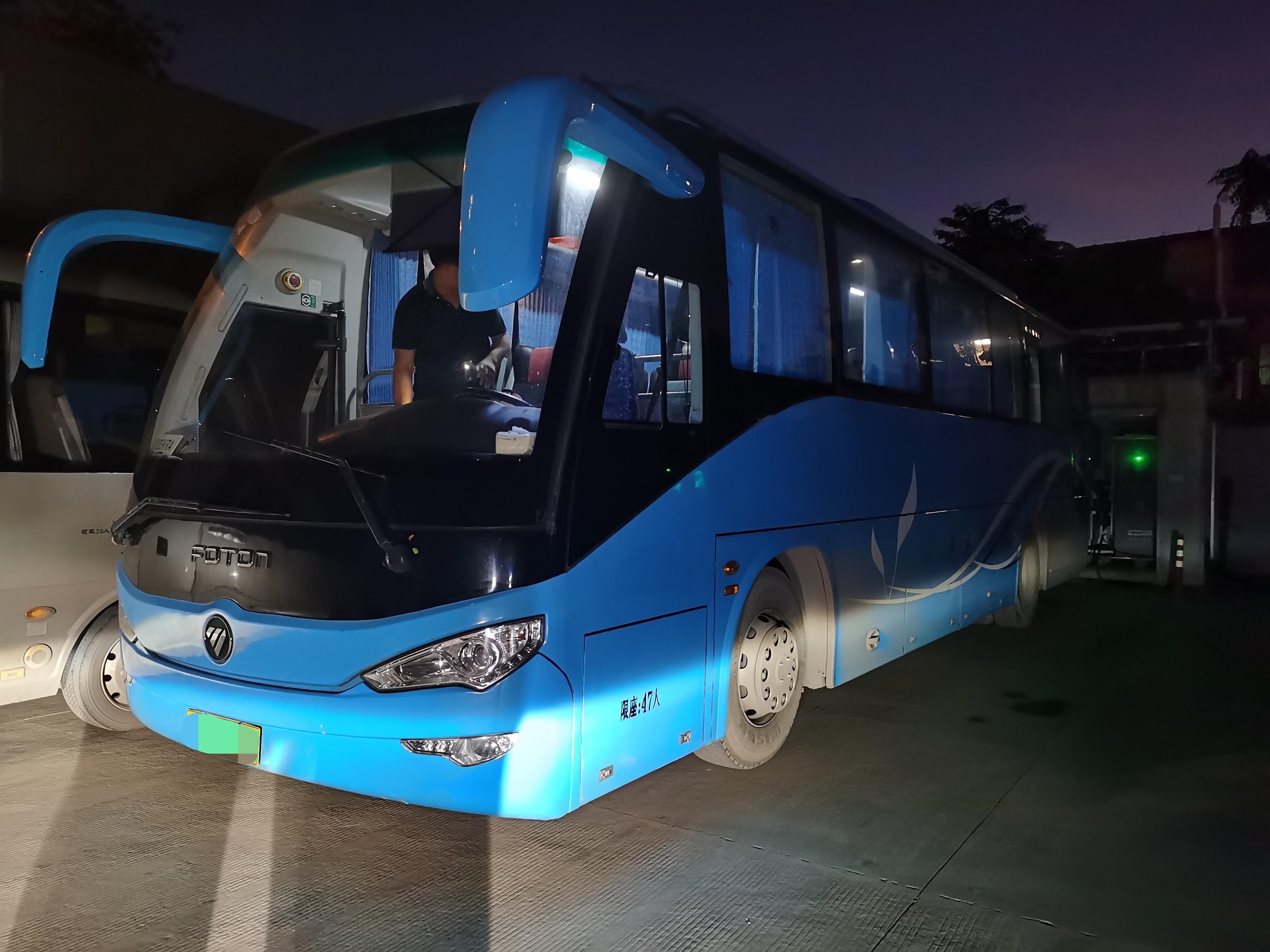 2015年12月两台同款47座气囊有安全门福田6116客车