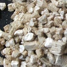 供應廠家直銷銀白色蛭石銀白色膨脹蛭石圖片