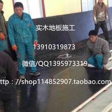 羽毛球馆木地板施工价格,体育馆木地板,篮球橡胶减震垫图片