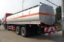 东风特商油罐车,东风小三轴运油车,东风油罐车,危货3类油罐车厂家图片