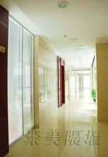 玻璃隔断厂家供应100玻璃隔断墙写字楼玻璃隔断图片