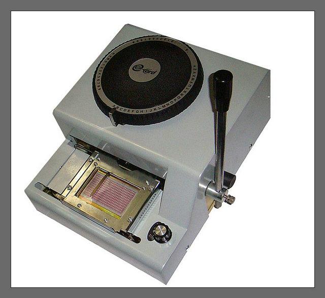 低价供应易卡得300-pvc卡手动凸字打码机